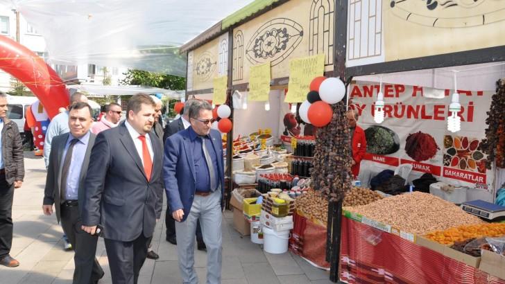 EDREMİT'TE YÖRESEL ÜRÜNLER FUARI AÇILDI..