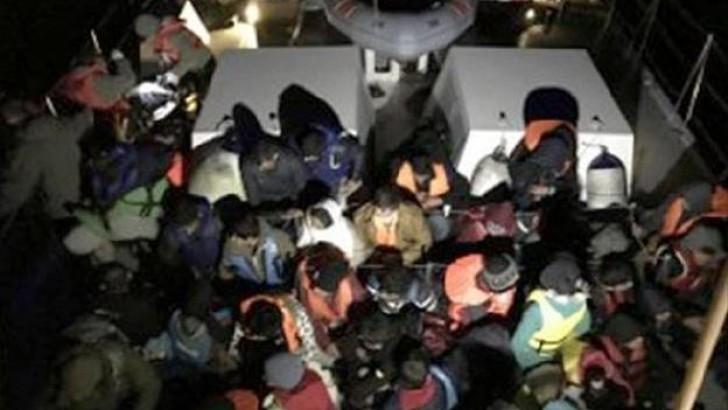 Ayvalık'ta Lastik Botta 66 Mülteci Yakalandı