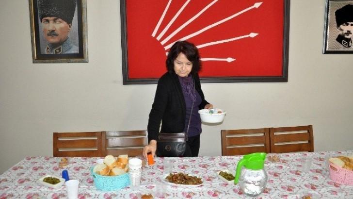 CHP'li Kadınlardan Öğrencilere Ücretsiz Öğle Yemeği