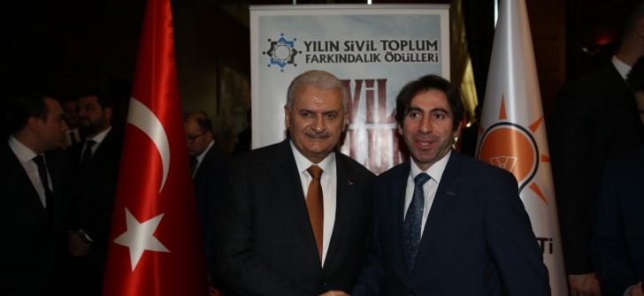 Binali YILDIRIM STK Ödüllerini Verdi